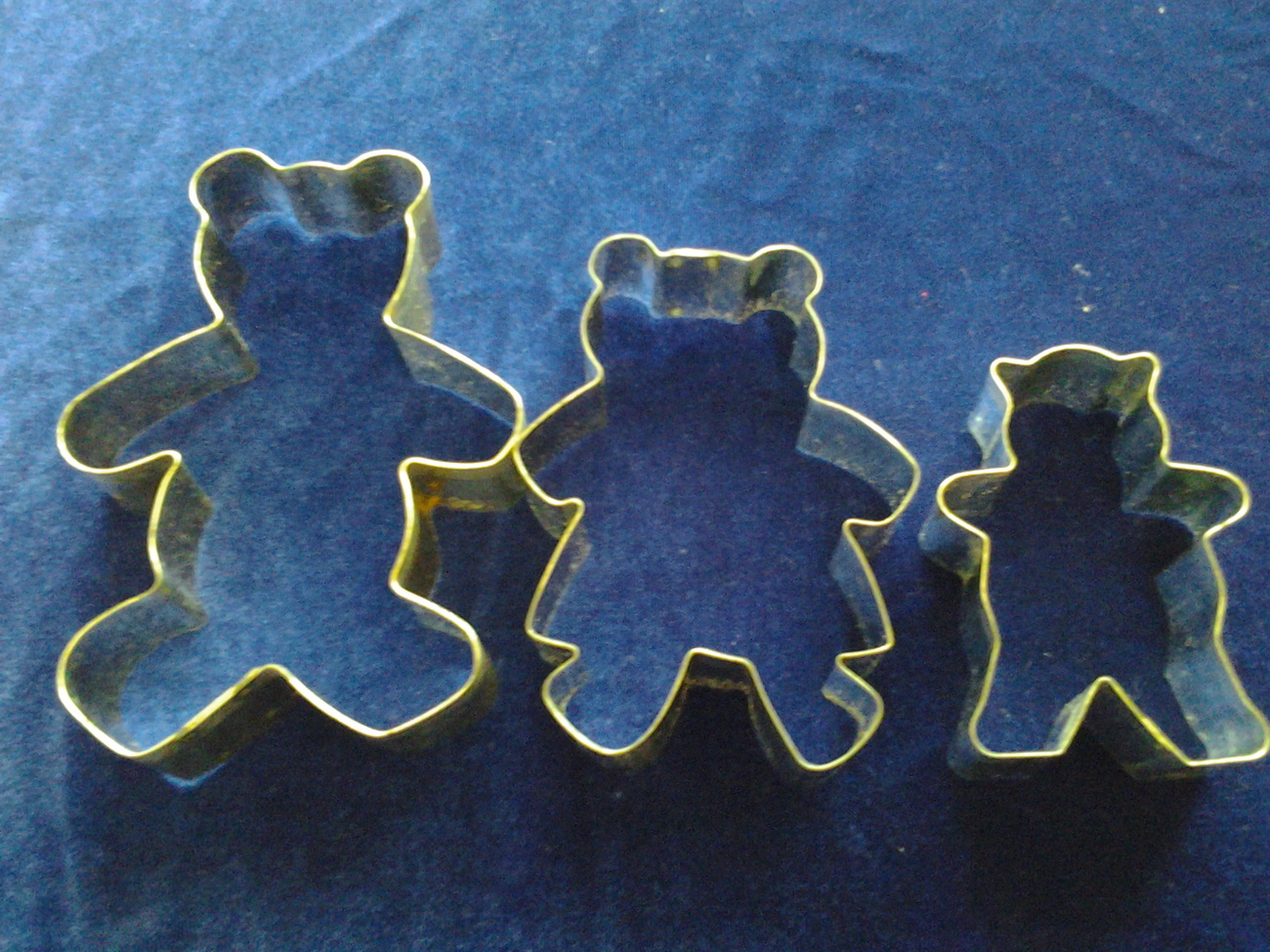 "Tin Cookie Cutters (3) The Three Bears, Papa 5.5"", Mama 4.5"" Baby 3.5"" Used VG"