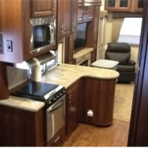 2014 FOREST RIVER WILDCAT 317RL 5TH WHEEL FOR SALE IN Fuquay-Varina, NC image 5