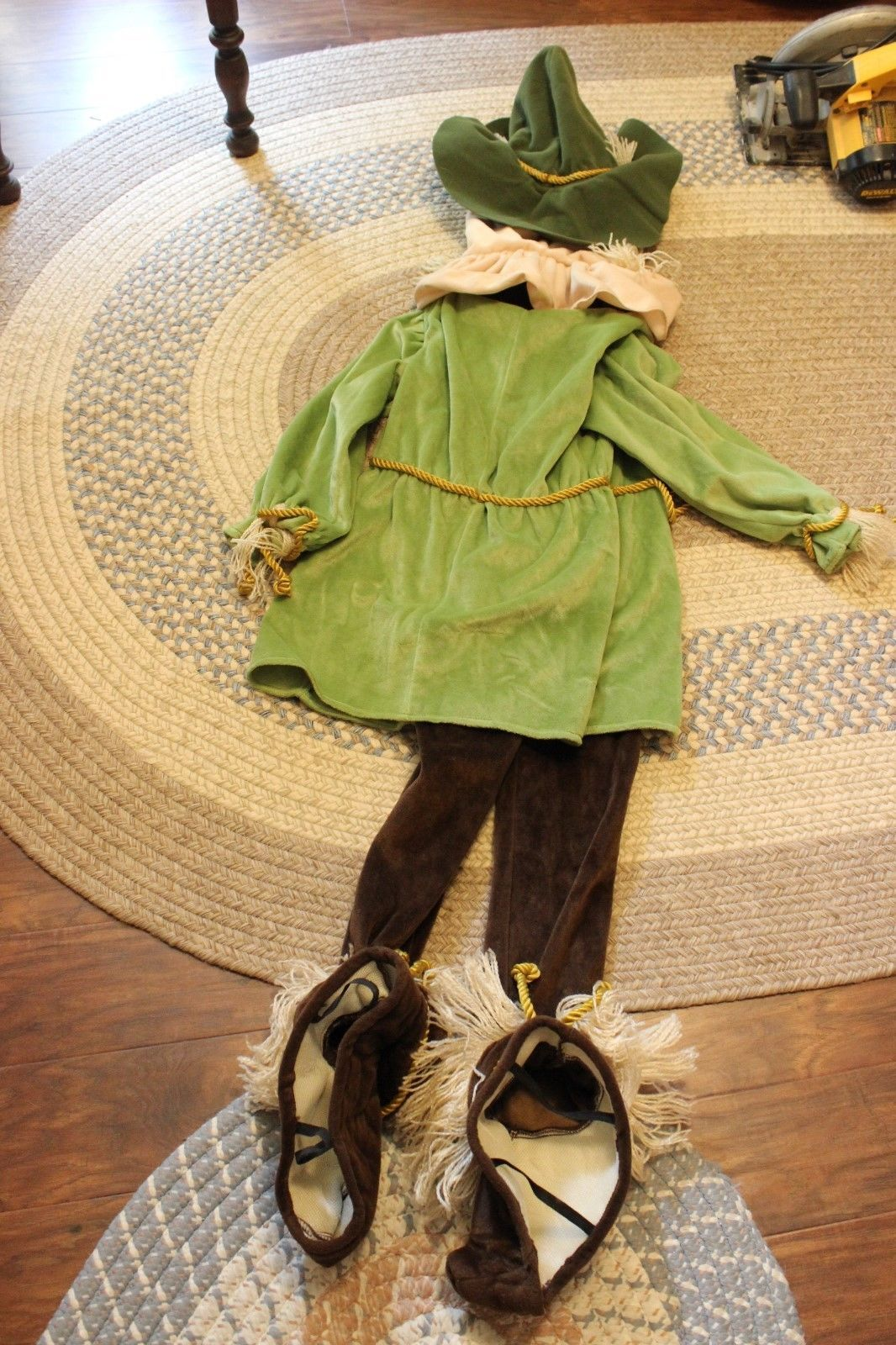 Warner Brothers Scarecrow Halloween Costume child Size M wizzard of oz