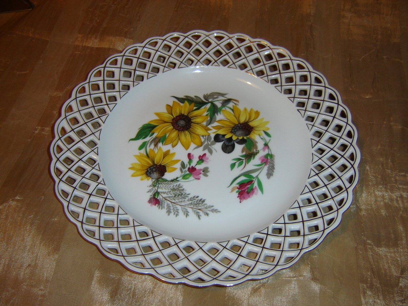 Porcelain handmade  Weave Lace Decorative Plate