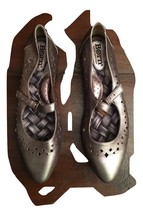 Born women Leather Gemma flats Pewter SZ  35.5/5m - $22.76