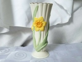 """Lenox Daffodil Bud Vase Painted Flowers White Porcelain 5.5"""" Tall Ribbed... - $20.85"""