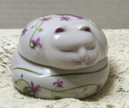 Vintage Round Figural Cat Trinket Box w/Purple Violet Design Cottage Chic - $11.25