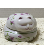 Vintage Round Figural Cat Trinket Box w/Purple Violet Design Cottage Chic - $11.25