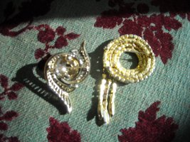 Vintage Brooch Pins White Milk Glass Rhinestone Gold Tone (2)  image 3