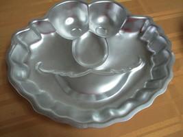 Wilton Elmo Sesame Street Workshop Birthday 2002 Cake Pan #2105-3461 - $12.99