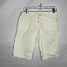 Abercrombie & Fitch Women Size 4 White Bermuda 100% Cotton Shorts - $17.79