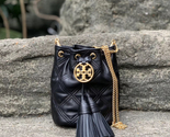 Tory Burch Chelsea Quilted Drawstring Bag - €266,24 EUR