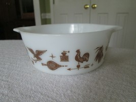 Pyrex Bowl Cinderella Spout 472 1.5 PT Brown White Early American Ovenware - $9.99