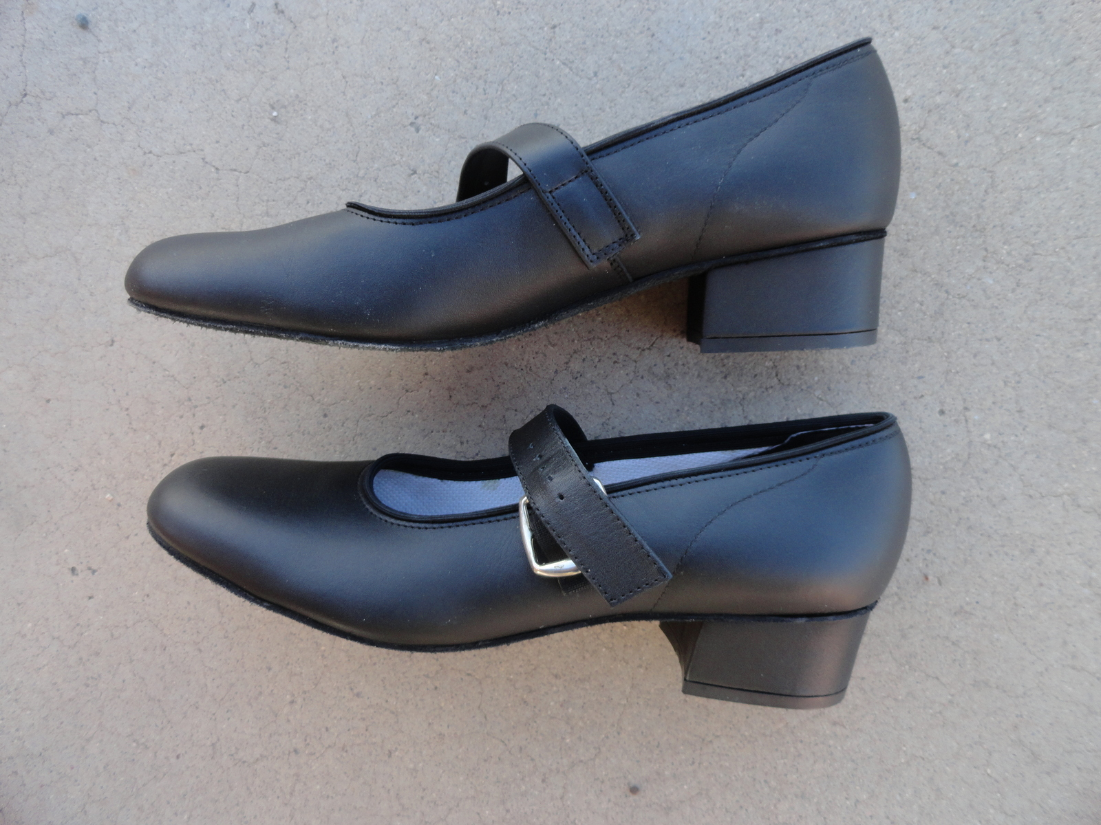 Round or Square Dancing Shoes Womens 8.5 B Black Mary Janes Synthetic Upper