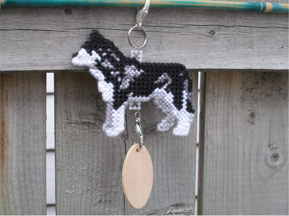 Siberian Husky crate tag or hang anywhere decor, sled dog, handmade accessory