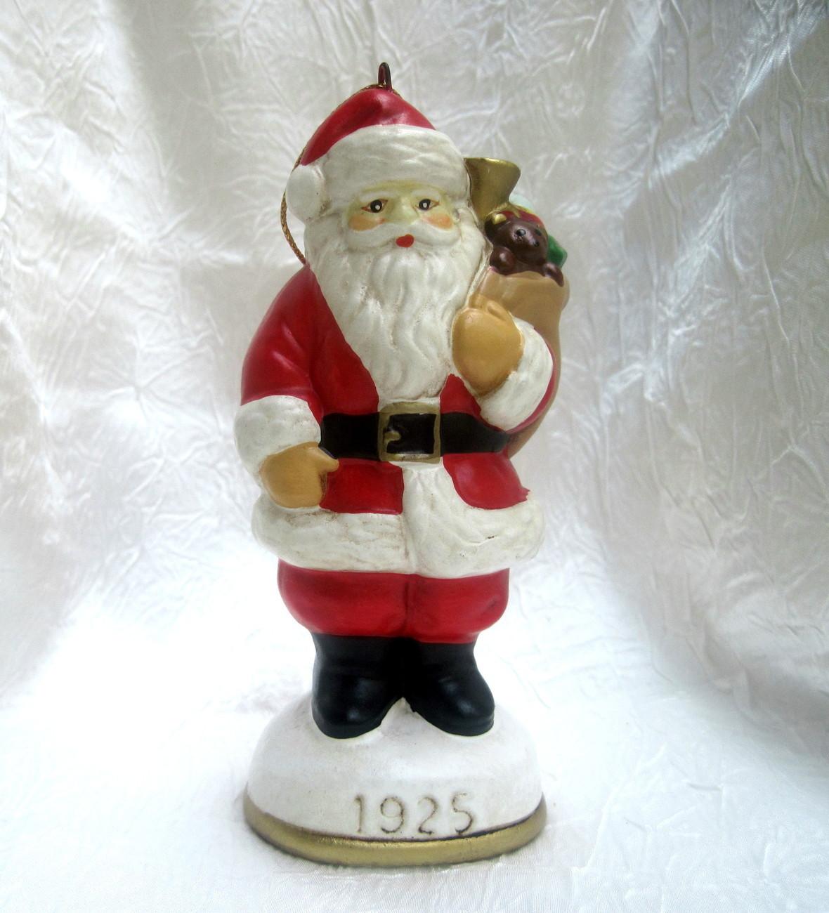 Christmas eve santa claus figurine ornament