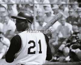 MLB Pittsburgh Pirates Roberto Clemente Stepping in 8 X 10 Photo Picture - $5.99