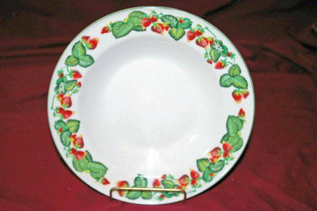 Tabletops Unlimited Very Strawberry Rimmed Soup Bowl - $9.69