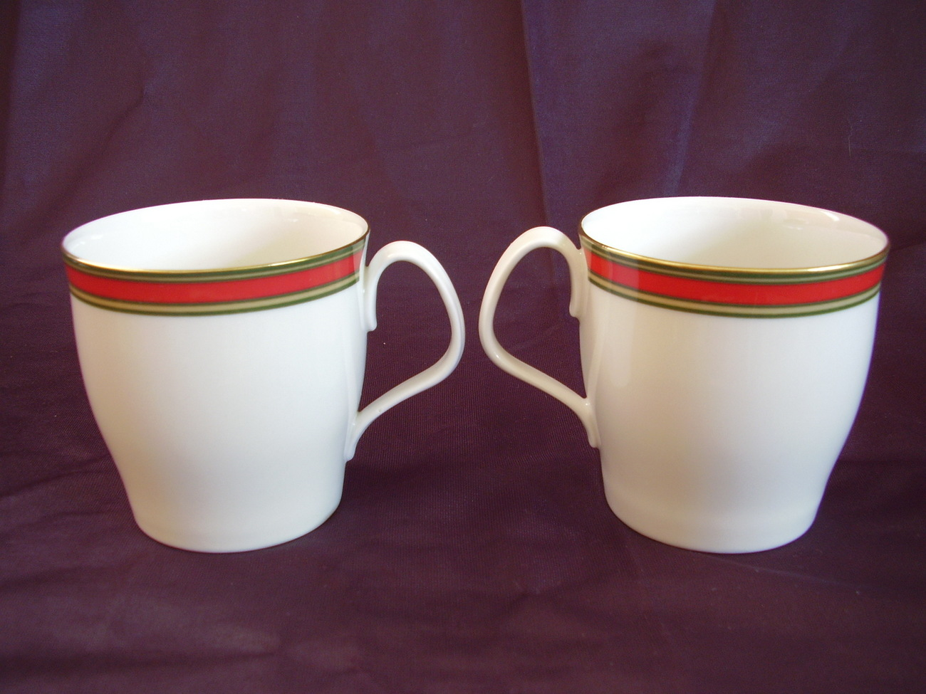 Royal Doulton Ribbon Mugs Set of 2 Red Green Gold