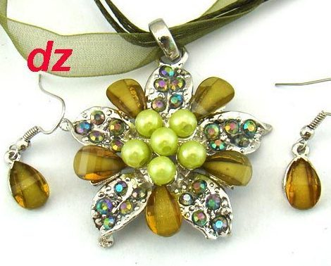 Green  Lady Fashion Gemstone Flower Necklace and Earring  Set