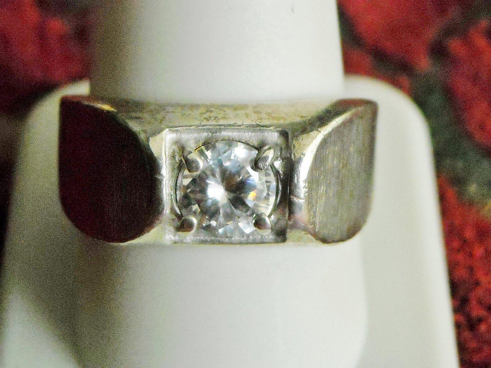 Men's Vintage UNCAS Sterling Silver Ring With Cubic Zirconia Solitare (11)