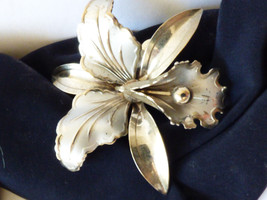 VTG silver tone metal  Orchard Flower Pin Brooch - $24.75
