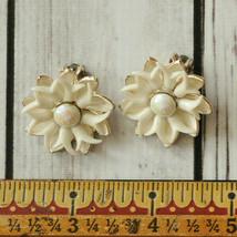 vintage white spiky flower clip earrings mid century midcentury - $9.89