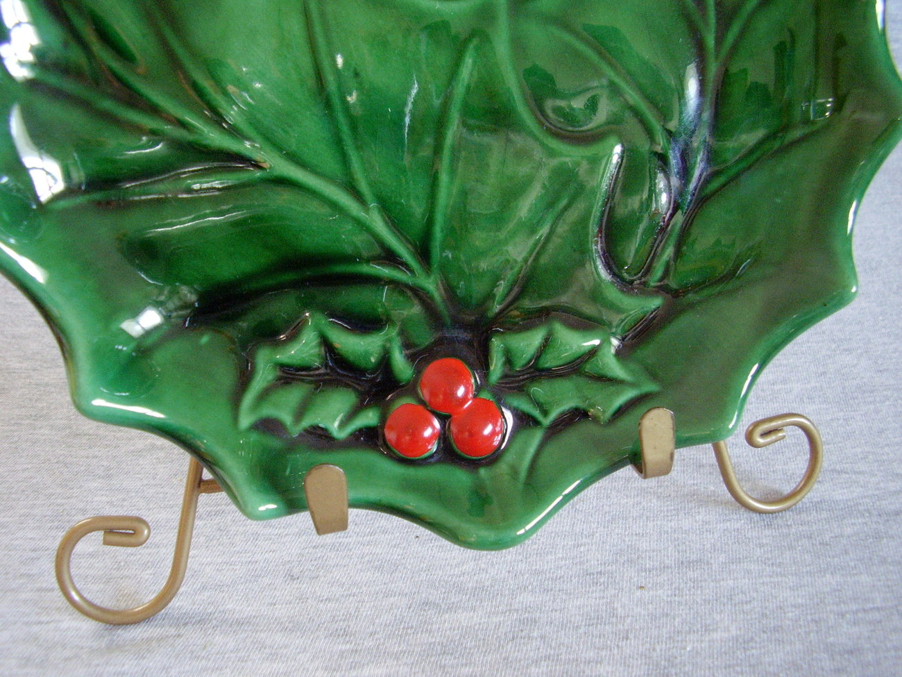 Holland Mold Serving Plate Green Holly Red Berries