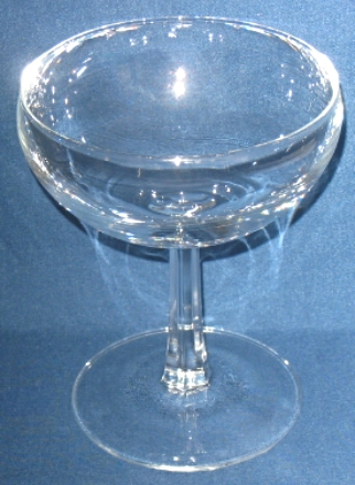 Set of 4 clear glass wine glasses for red or white wine, Like new