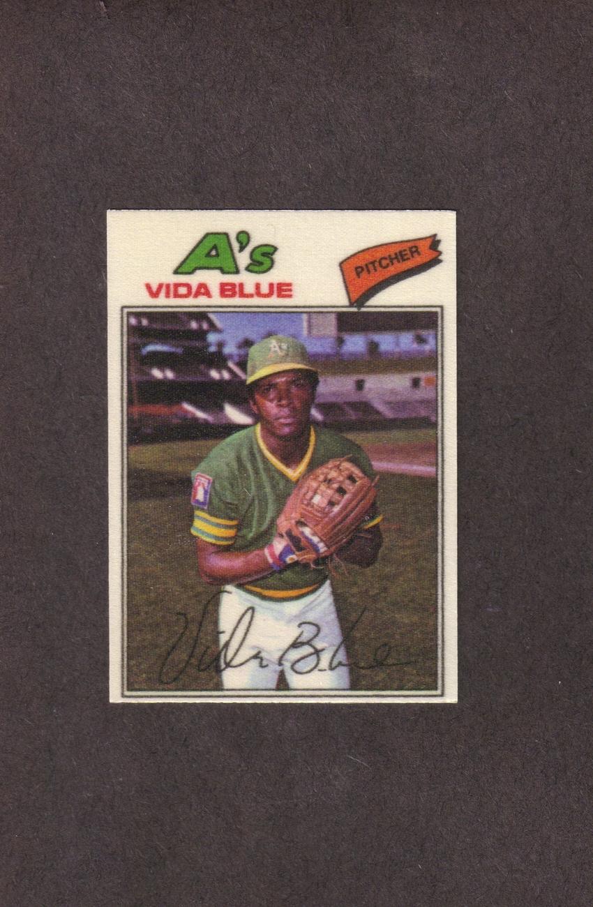 1977 Topps Cloth # 4 Vida Blue Oakland A's NM
