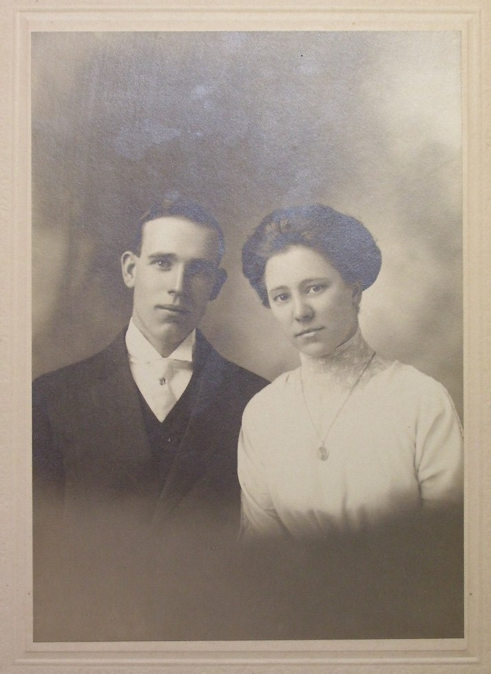 Cabinet Card Photo Young Couple Lion Shield Frame! c.1900-20