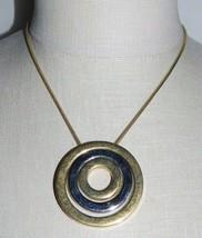 Vintage Corona Trifari Tono Dual Medallón Círculo Modernista Collar con Colgante - $49.50