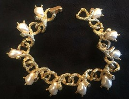 "Vintage Faux Pearl and Brushed Gold Tone Bracelet 7 1/4"" - $17.40"