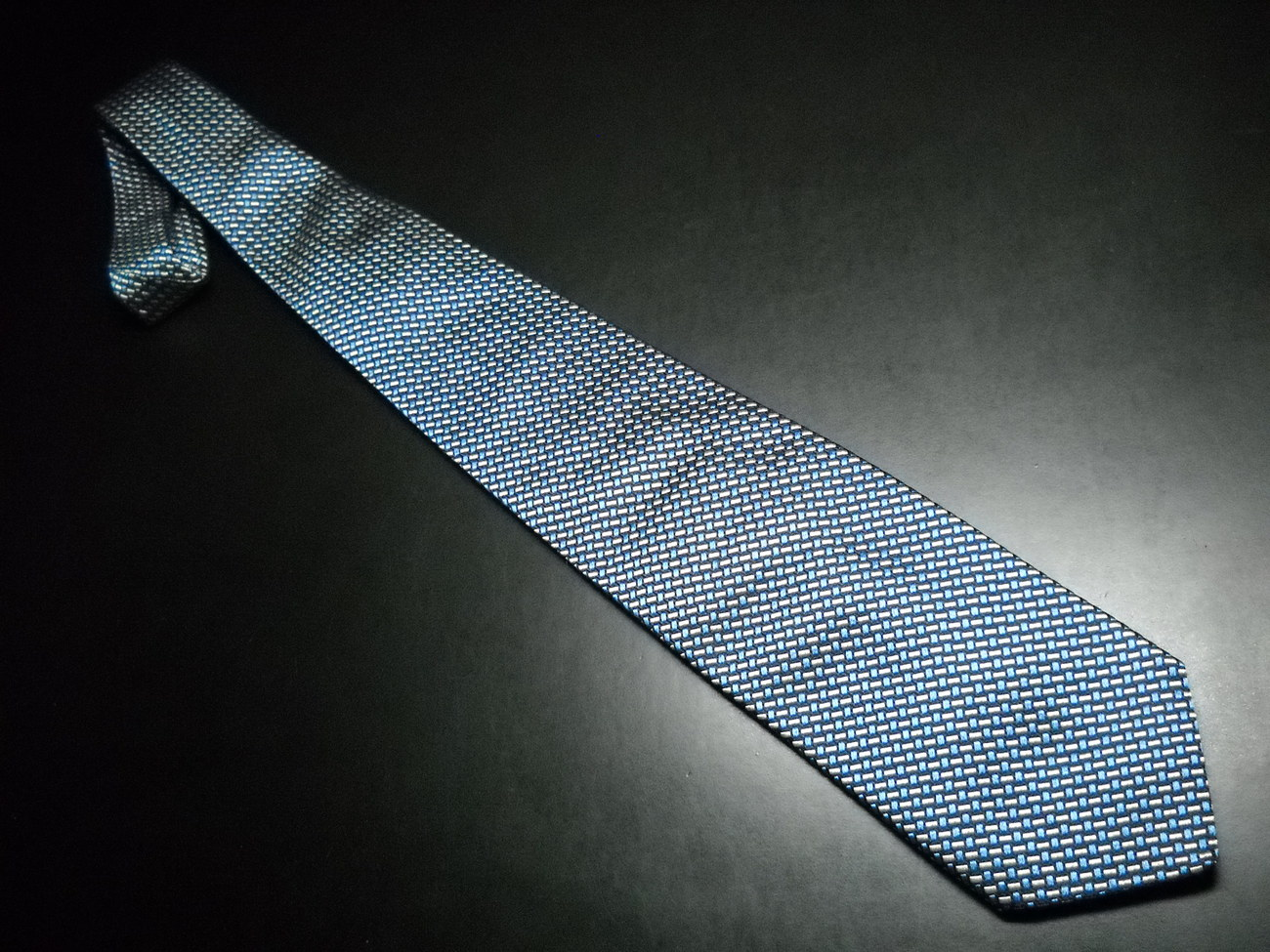 Tie faconnable blues with white 04