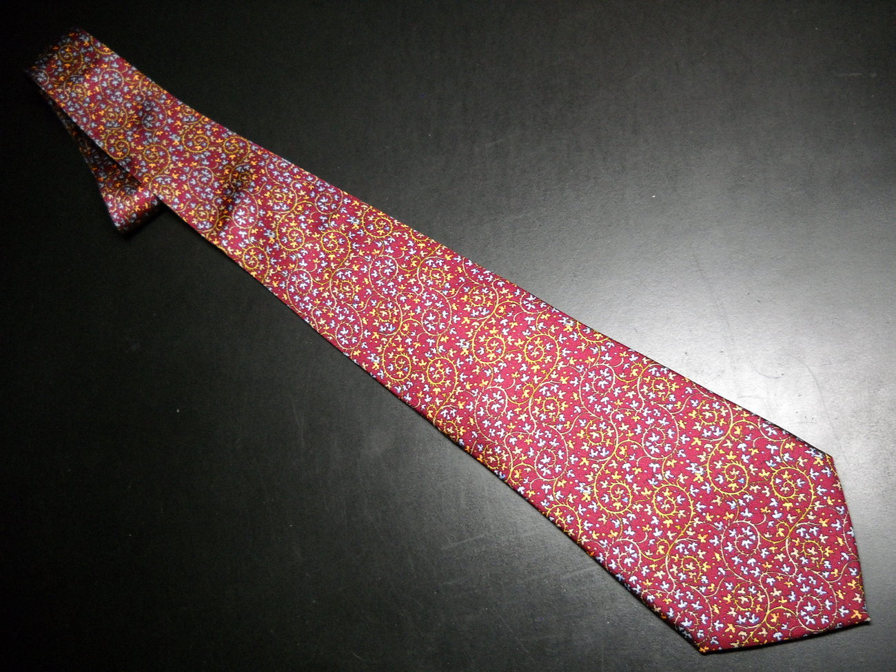 Tie metropolitan museum of art english red with blues and golds 01