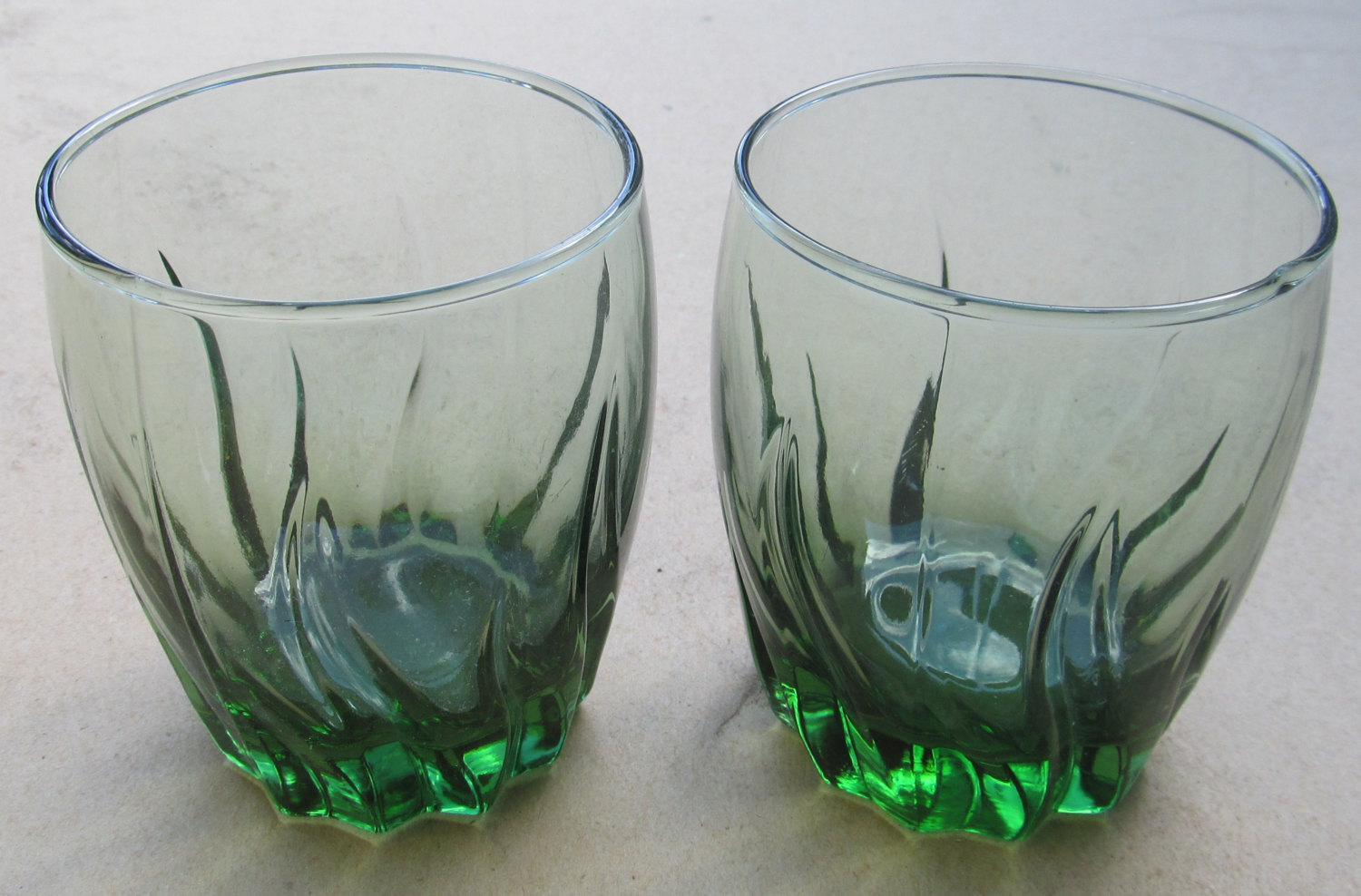 Vintage (2) Short Anchor Hocking Swirl Design Green Color Glass Tumblers