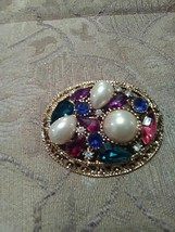 VINTAGE GOLDEN PIN BROOCH OVAL SHAPED MULTI COLOR FAUX JEWEL CLUSTER - $20.00