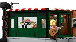 LEGO Ideas 21319 Friends The Television Series Central Perk  image 6