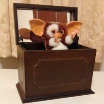 Gremlins Gizmo 2 Music box Jun Planning made Collector Very Rare Doll 2001 - $440.00