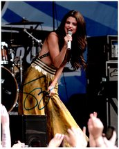 SELENA GOMEZ  Authentic SIGNED AUTOGRAPHED PHOTO w/ Certificate of Authenticity  - $125.00