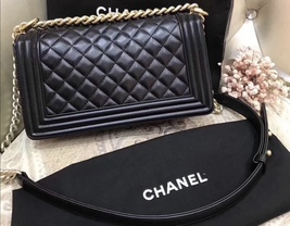 NEW 100% AUTHENTIC CHANEL BLACK QUILTED LEATHER MEDIUM BOY FLAP BAG GHW image 3