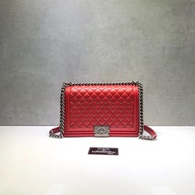 AUTHENTIC CHANEL RED QUILTED LAMBSKIN NEW MEDIUM BOY FLAP BAG RHW image 2
