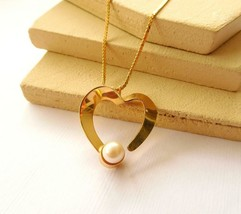 Retro Mod Gold Tone White Faux Pearl Heart Pendant Choker Necklace BB26 - $12.61