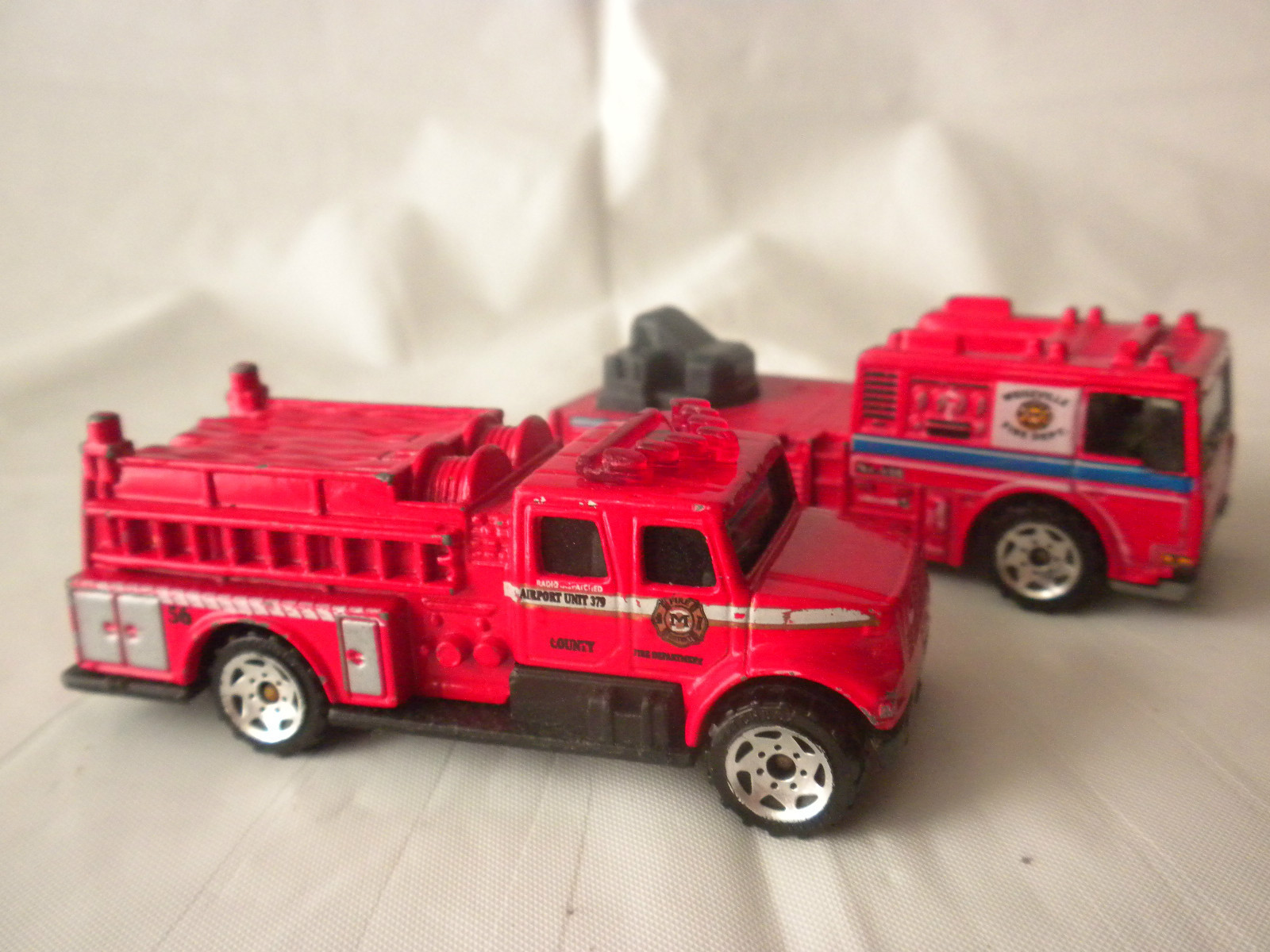 Lot of 2 Matchbox International Pumper Red Fire Engine Fire Truck