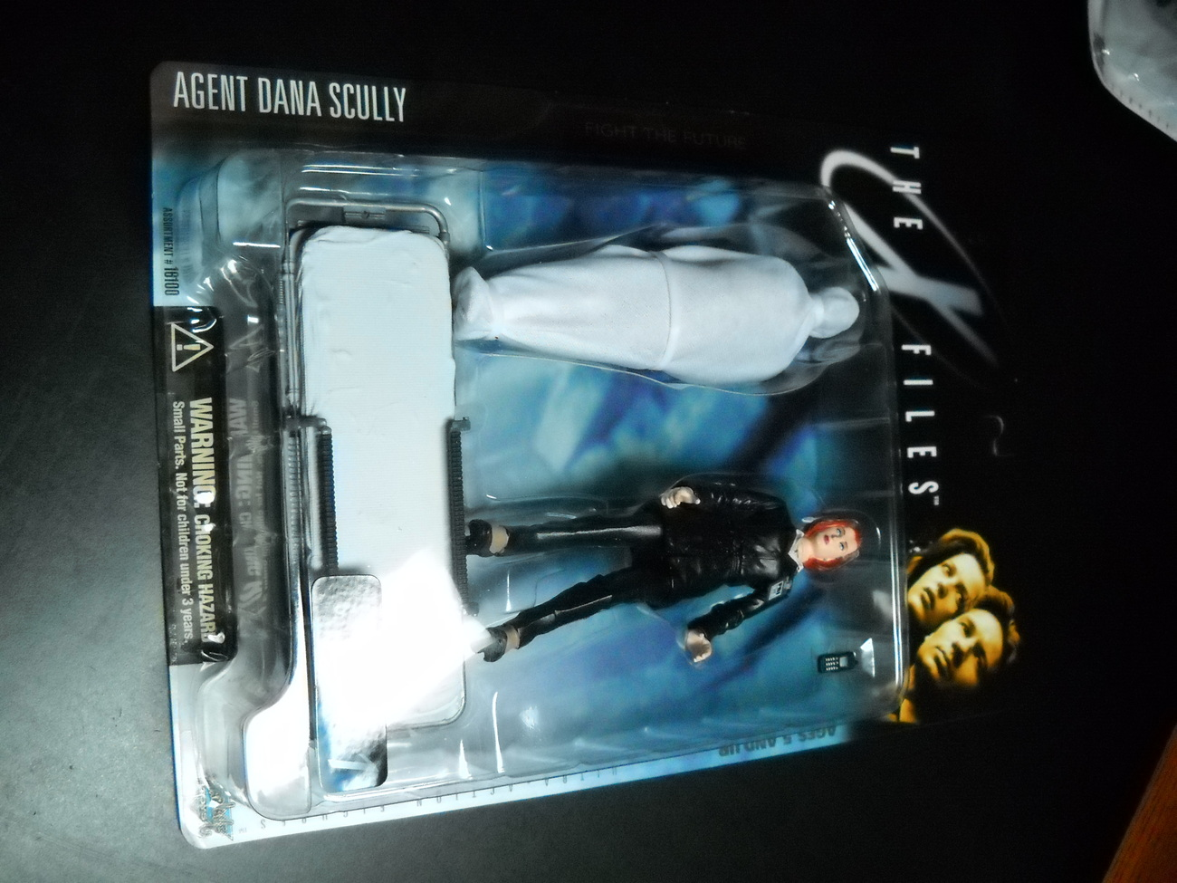 Toy x files mcfarlane 1998 series one agent scully in black pant suit with shrouded figure moc 03
