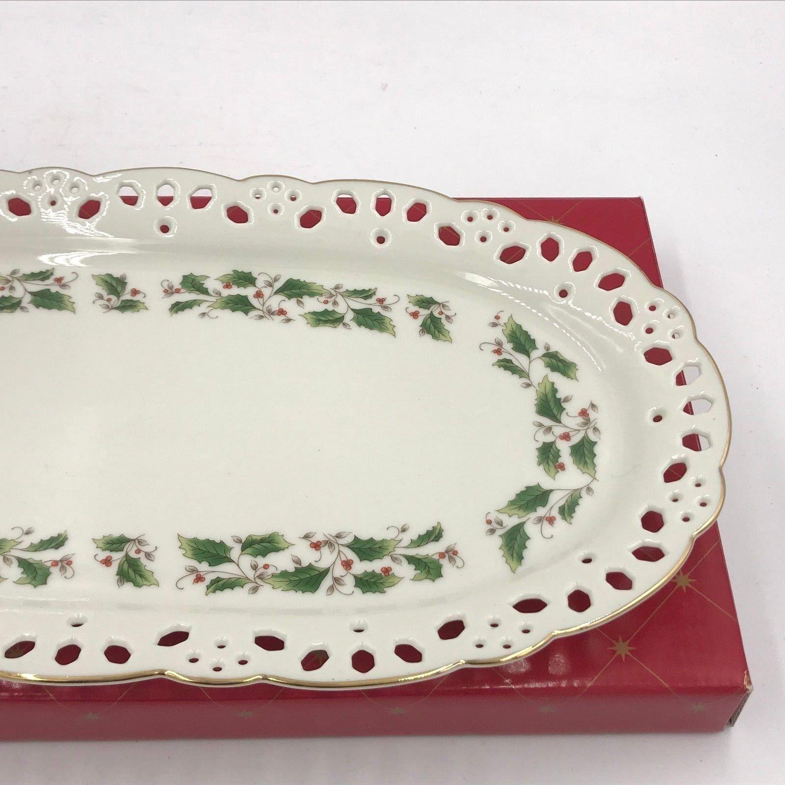 Royal Limited Holly Holiday Christmas Pierced Oval Canape Sandwich Tray NIB XM