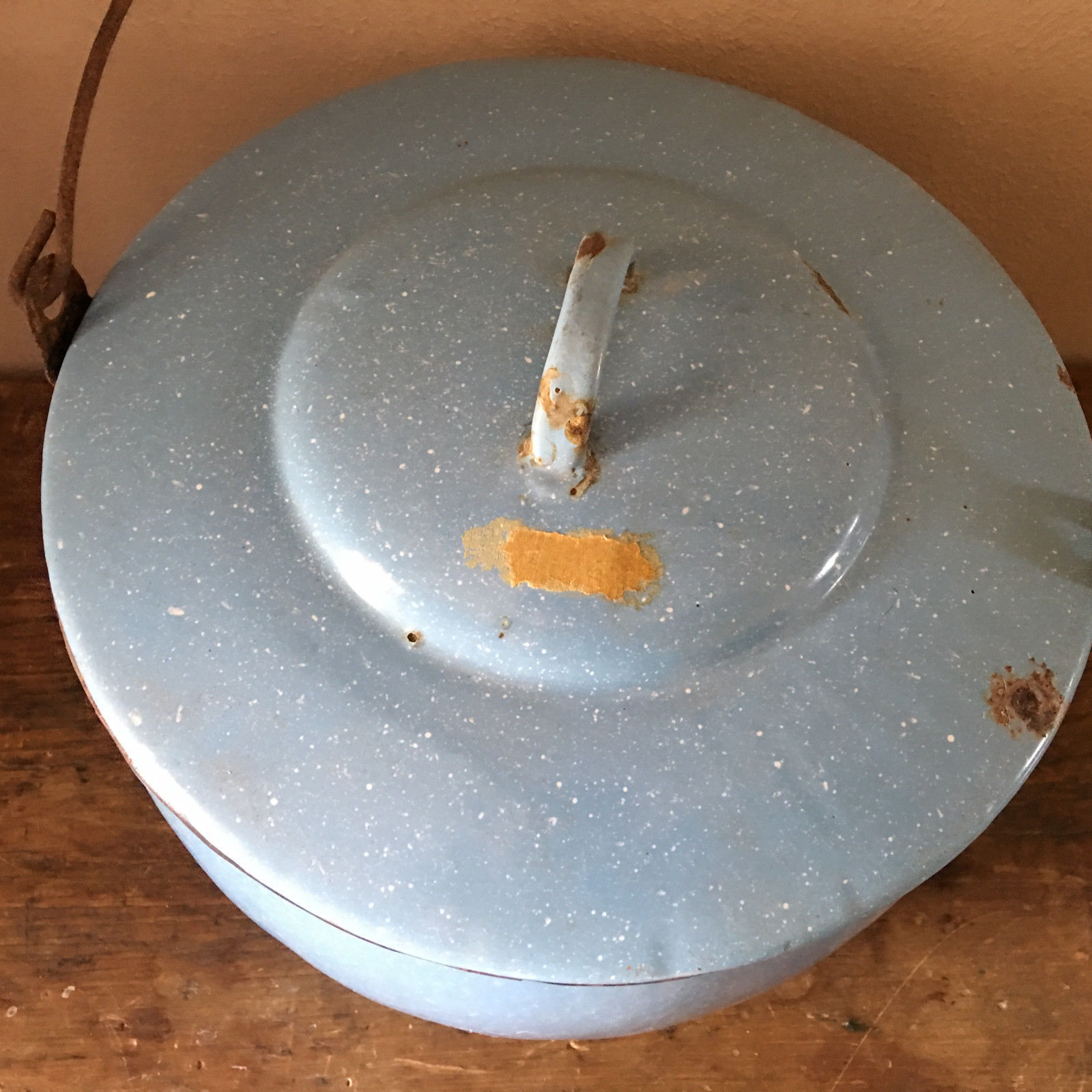 "VTG Enamelware Pail Kettle Blue Stock Pot Lid Wood Handle 10"" Estate camping image 4"