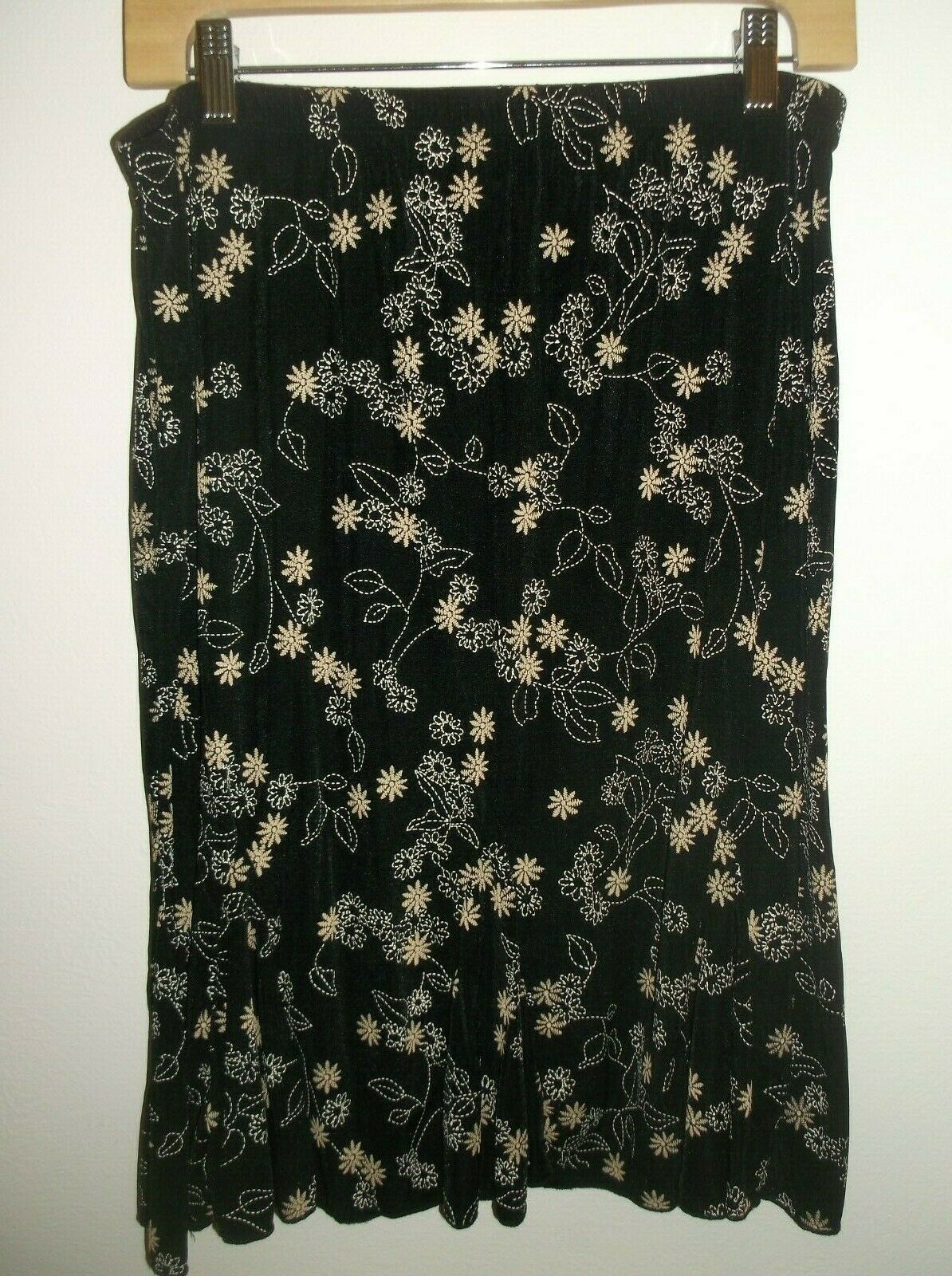 Dressbarn PXL Elastic Waist Skirt Black Background White & Tan Floral Pattern