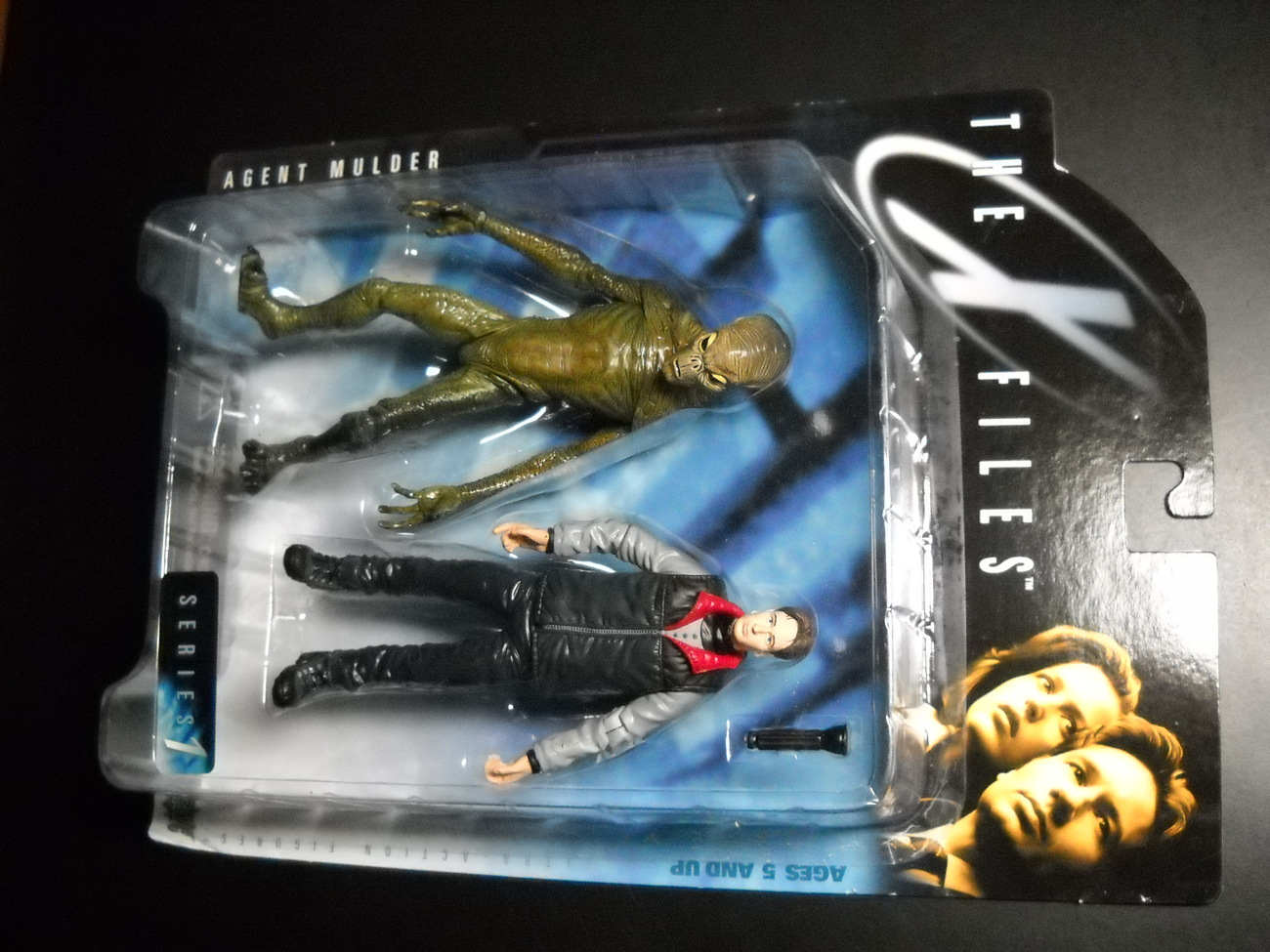 Toy x files mcfarlane 1998 series one agent mulder in parka vest with green alien moc 04