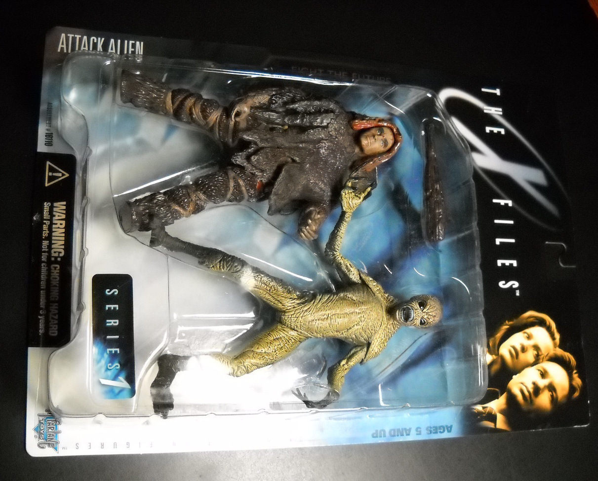 Toy x files mcfarlane 1998 series one attack alien smile and brown legging wraps moc 01