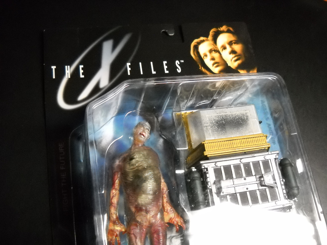 X Files McFarlane Toys Fireman and Cryolitter 1998 Series 1 Still Sealed on Card