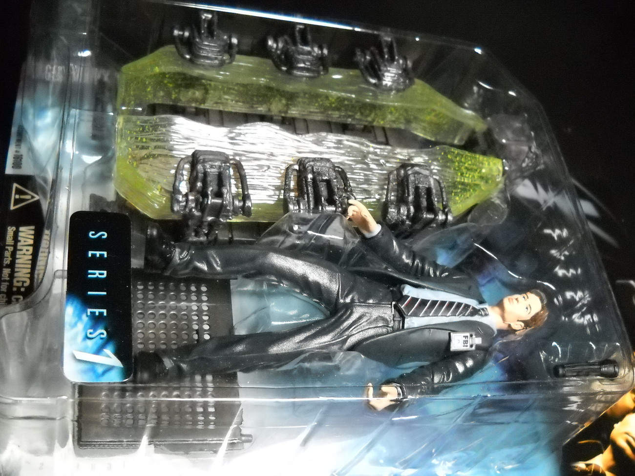 X Files McFarlane Toys Agent Fox Mulder with Human Body in Ice Pod 1998 Series 1
