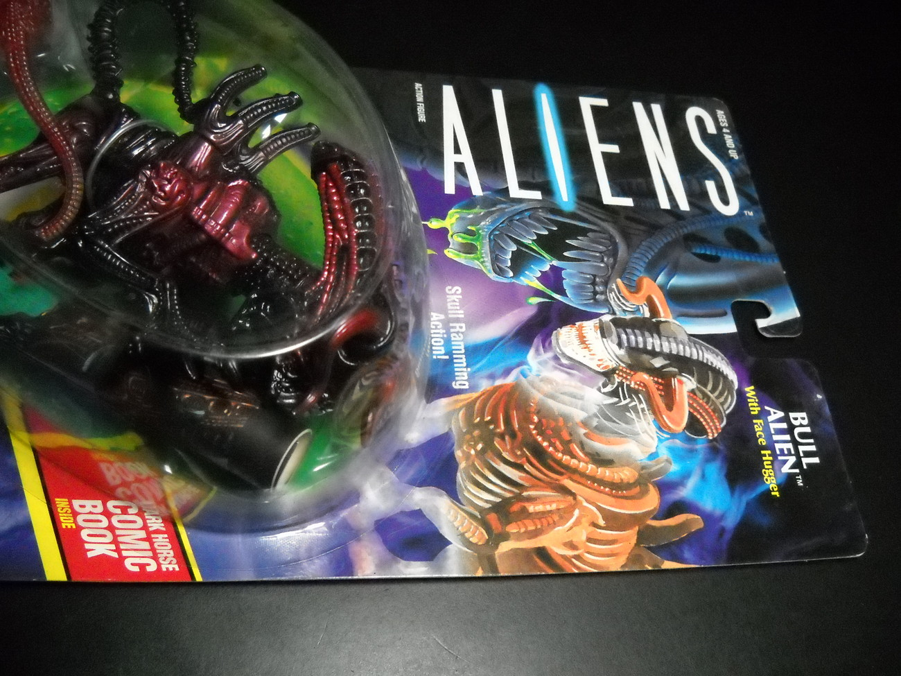 Kenner Aliens Bull Alien with Face Hugger 1992 Factory Sealed with Comic Book