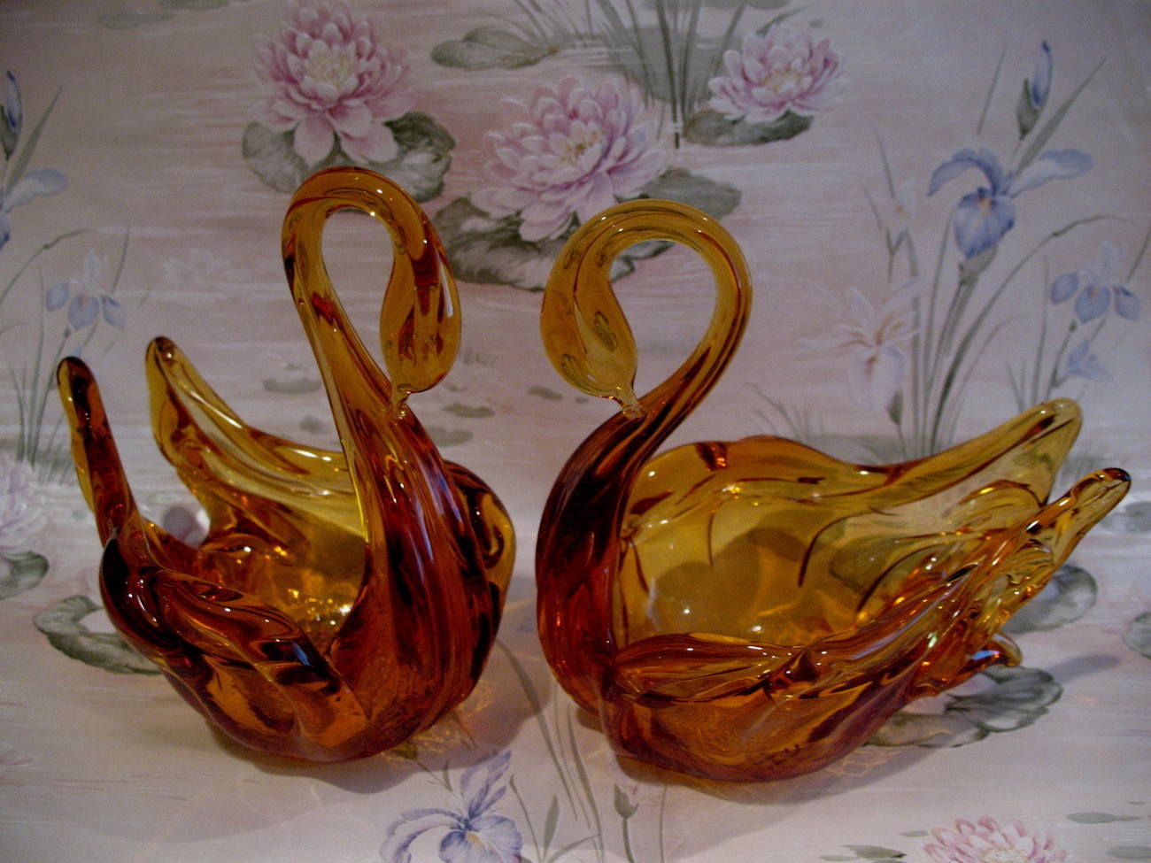 Vintage Gold Amber Glass Pair of Swans Elegant Graceful Collectible Collector